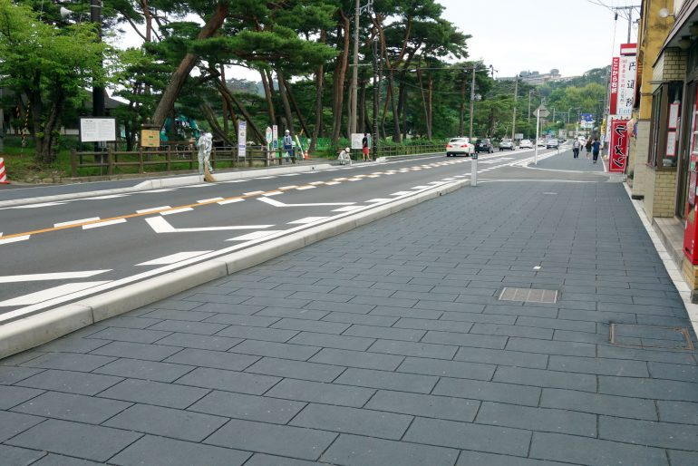 円通院を過ぎて松島海岸駅へ