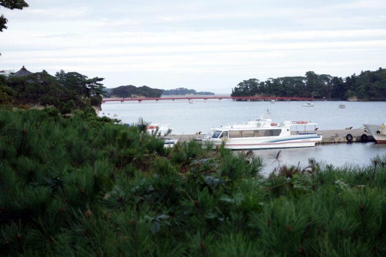 観瀾亭から見た五大堂と福浦島